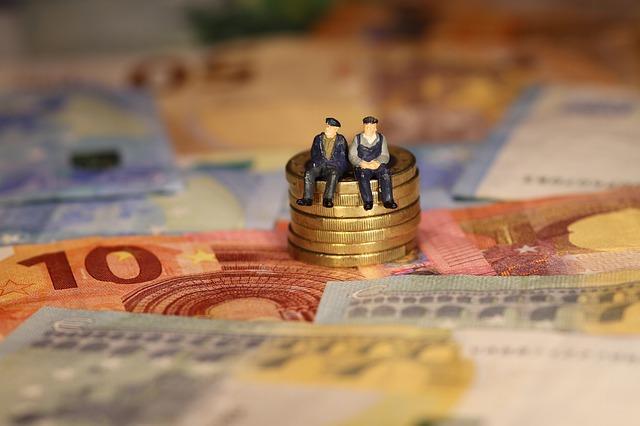 Россияне выводят валюту на банковские карты