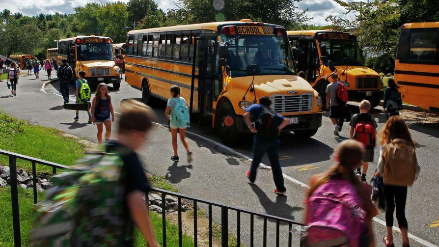 В США мужчина притворился подростком и пошел в школу