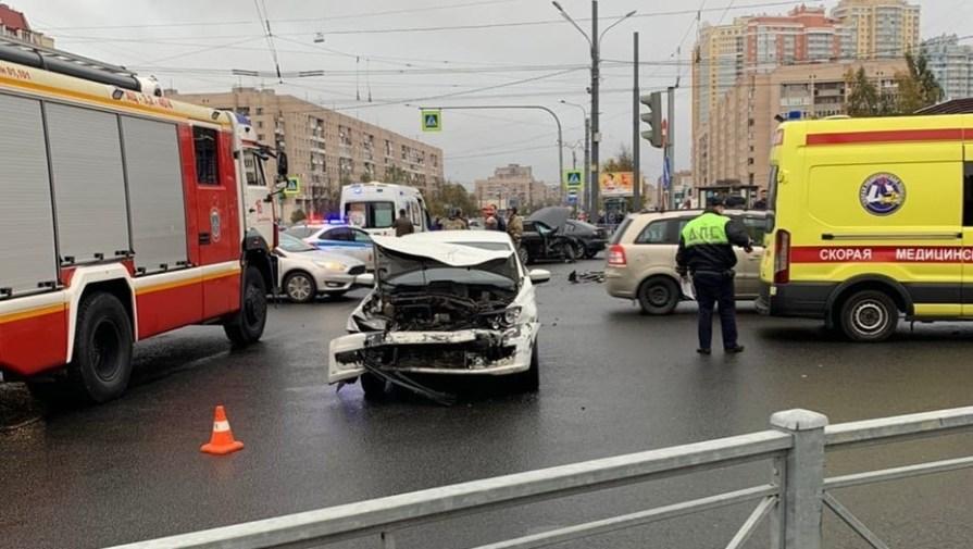 Два человека пострадали в ДТП на проспекте Просвещения