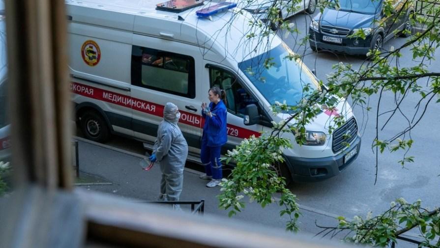 В Петербурге госпитализируют в день почти 400 пациентов с COVID-19