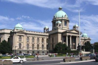 Парламент Сербии принял поправки к закону об обязательной вакцинации