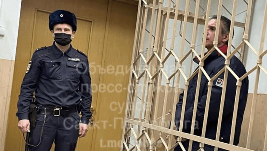 Суд Петербурга арестовал обвиняемого в убийстве из-за замечания о маске