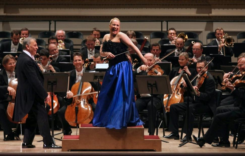 """Diana Damrau closes the final concert of """"Vienna, City of Dreams,"""" while maestro Mehta looks on."""