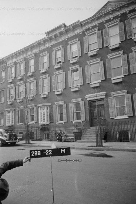 301 Henry Street where Eddie Falco robbed and assaulted Louis.