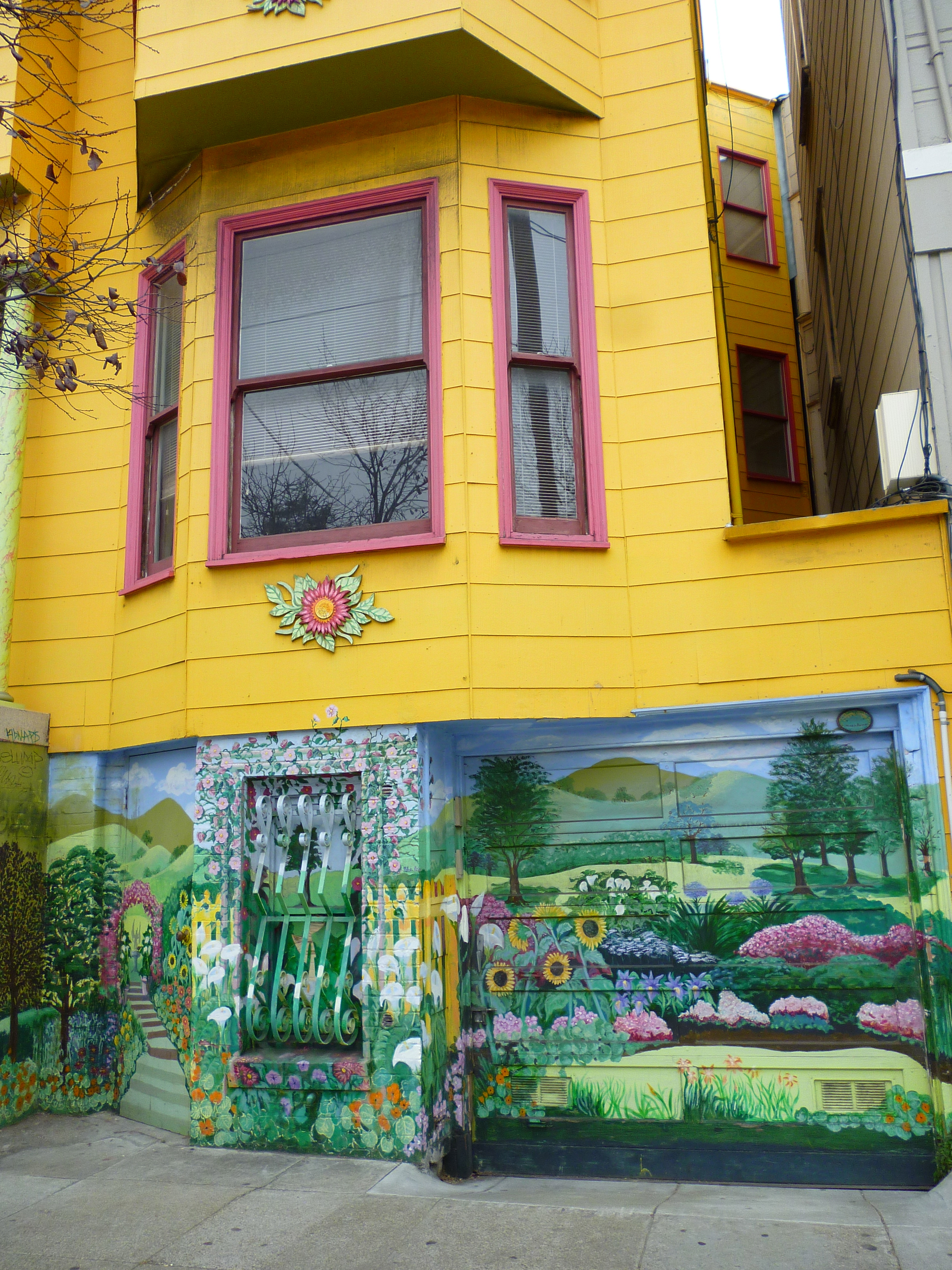 San Francisco: Color Bursts from the Walls - New York Cliché