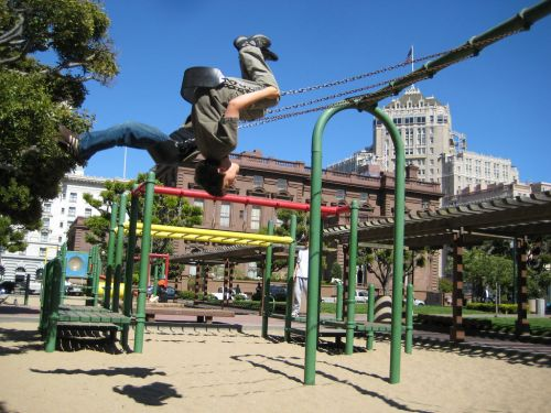 The park of my youth! The kid swinging could be me! [photo curtesy sfxplorer.com, click for link and a comprehensive view of this park]