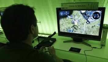 man playing halo wars