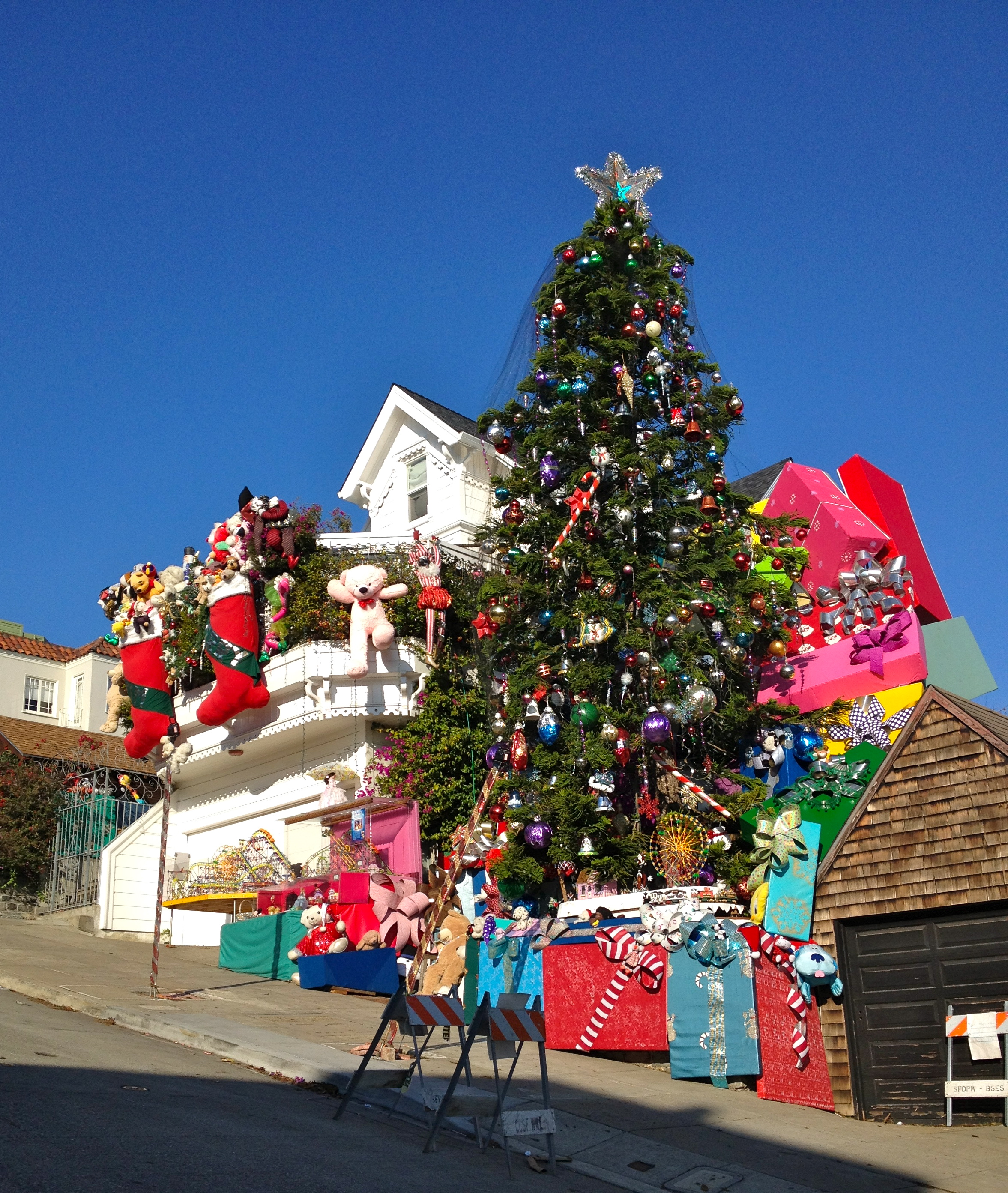 Christmas Decorated House San Francisco : Beating the winter blues sunshinesunday new york clich?