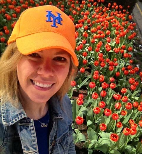 mets-hat-tulips