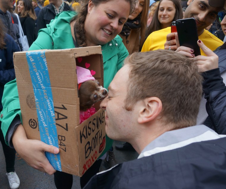halloween-dog-parade-nyc-kissing-booth