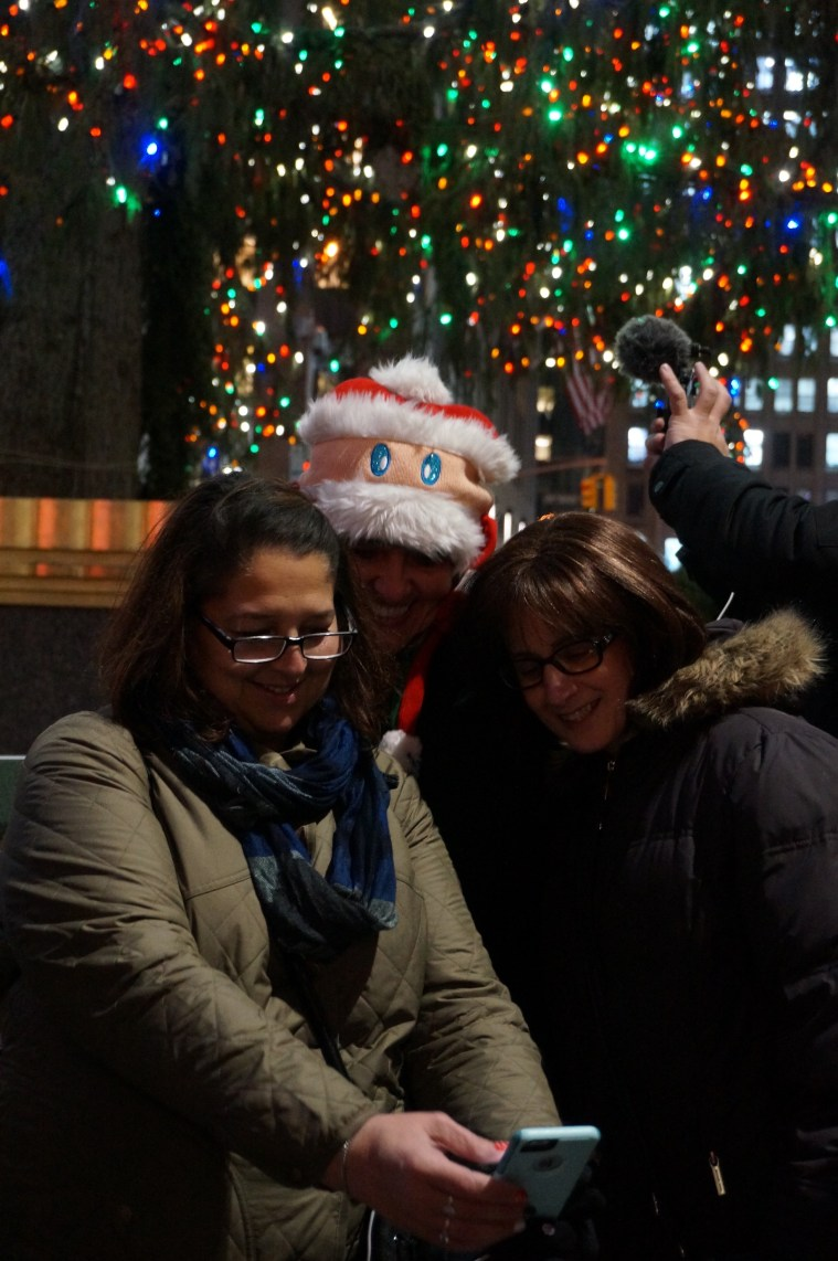rockefeller-christmas-tree-nyc-selfie