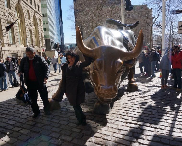 wall street bull tourist