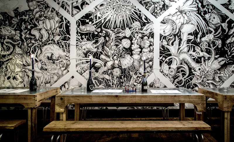 Musselmen Wall Painting - New Yorker Meets London