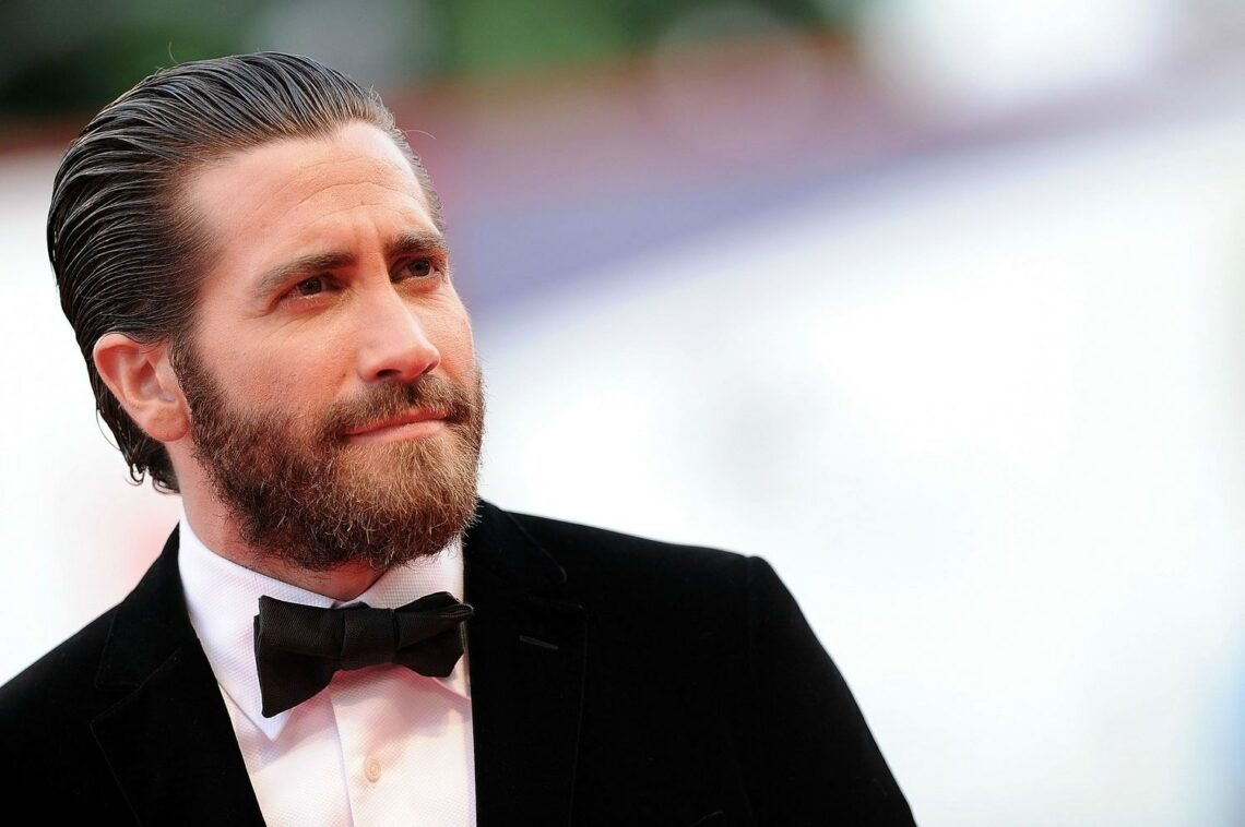 beauty 2015 09 jake gyllenhaal beard main
