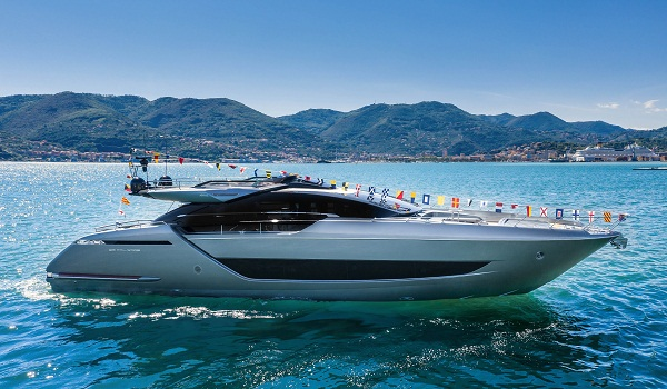 Launch of Riva 88' Folgore: just back from a journey into the future.