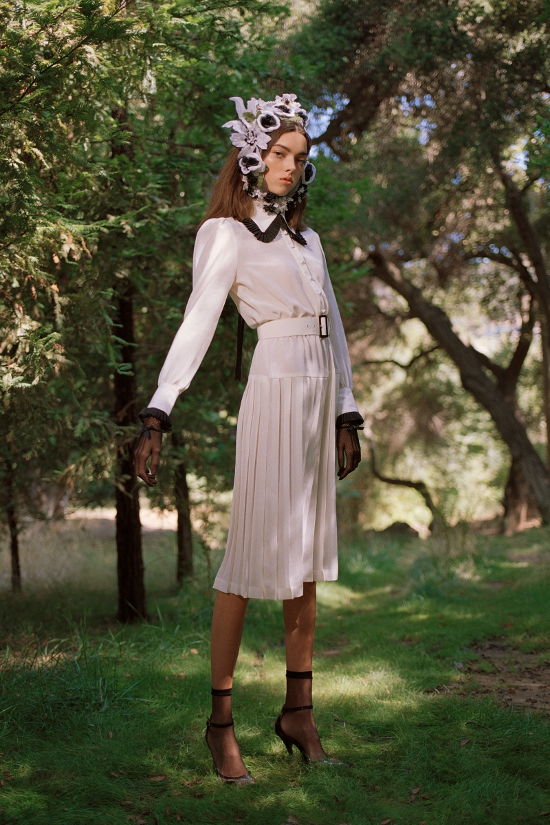 OFF WHITE AND BLACK SILK PLEATED COLLAR DRESS (WITH BELT) - LOOK 26