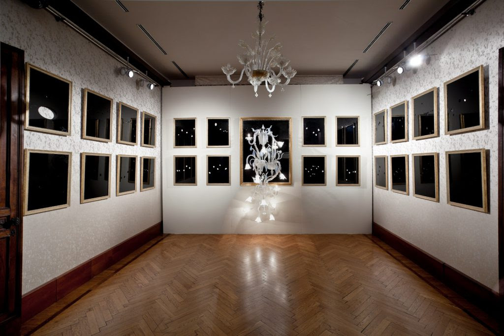 Sala Longhi, Fred Wilson (2011). Glass and wood.