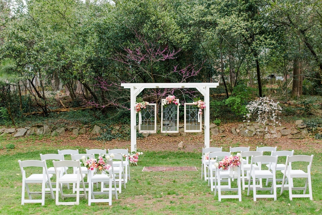 4 Clever Tips To Save On Your Stylish Wedding (2)