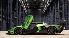 Lamborghini Essenza SCV12 is the first car on the market with full carbon chassis