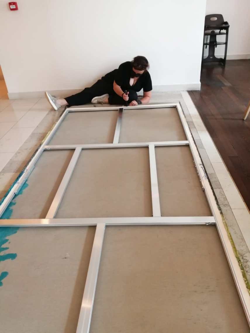Mounting the canvases | Art by Hannah Stippl | Picture courtesy of Venice Design Week and Eurinnovators