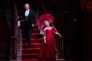 Hello Dolly Review Bette Midler Stars As Bette Midler