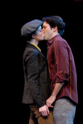 Stage kiss Amanda quaid