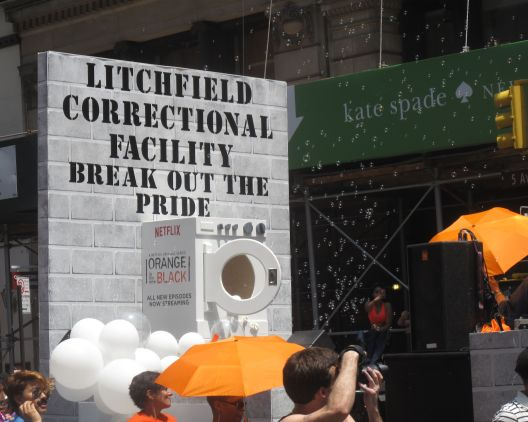 """The """"Orange Is The New Black"""" float from Netflix"""