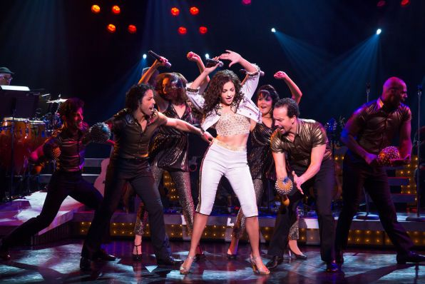 11-Ana Villafañe and cast in ON YOUR FEET! (c) Matthew Murphy