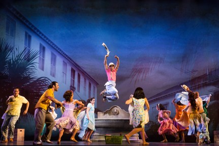 5-1850_The Cast of ON YOUR FEET! (c) Matthew Murphy