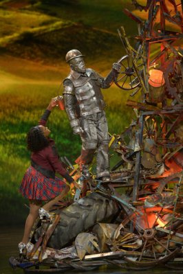 THE WIZ LIVE! -- Pictured: (l-r) Shanice Williams as Dorothy, Ne-Yo as Tin-Man -- (Photo by: Virginia Sherwood/NBC)