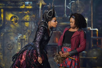 THE WIZ LIVE! -- Pictured: (l-r) Mary J. Blige as Evillene, Shanice Williams as Dorothy -- (Photo by: Virginia Sherwood/NBC)