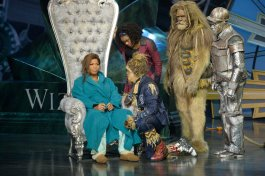 THE WIZ LIVE! -- Pictured: (l-r) Queen Latifah as The Wiz, Shanice Williams as Dorothy, Elijah Kelley as Scarecrow, David Alan Grier as Lion, Ne-Yo as Tin-Man -- (Photo by: Virginia Sherwood/NBC)