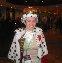 Fan dressed up as King George III from Hamilton in BroadwayCon