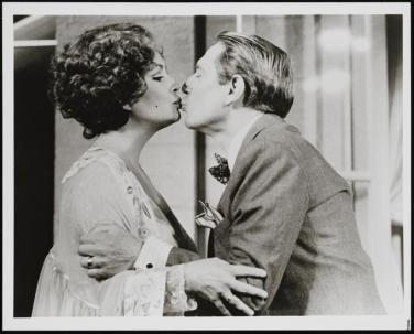 Elizabeth Taylor and John Cullum, Private Lives 1983