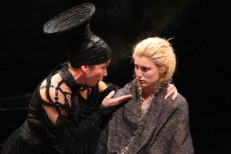 Pericles 21 Nina-Hellman_Lilly-Englert_photo-Gerry-Goodstein
