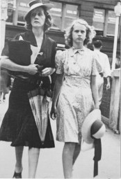 Barbara Cook as a teenager with her mother
