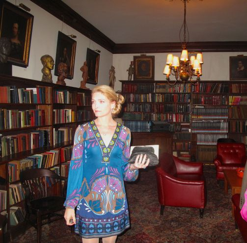 Shana Farr - actor, singer, jewelry designer and member of the Players Club -- gives a tour of the club's library.