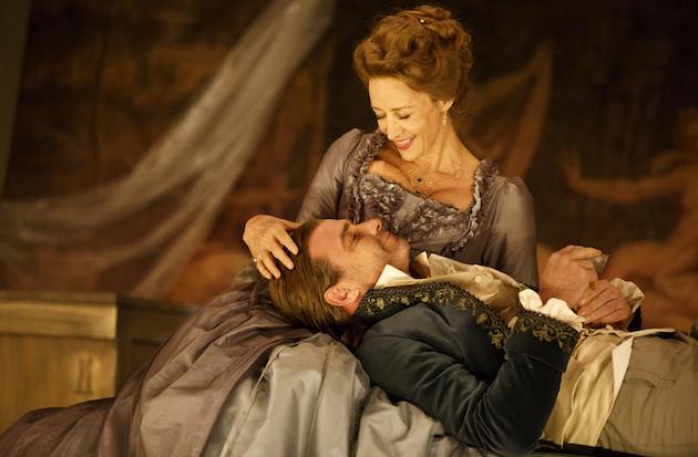 Janet McTeer as La Marquise de Merteuil Liev Schreiber as Le Vicomte de Valmont