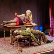 Caraid O'Brien as Hindel and Luzer Twersky as Shloyme