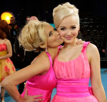 HAIRSPRAY LIVE! -- Pictured: (l-r) Kristin Chenoweth, Dove Cameron -- (Photo: Paul Drinkwater/NBC)