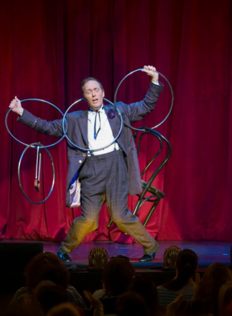 the-illusionists-charlie-frye-juggling-again