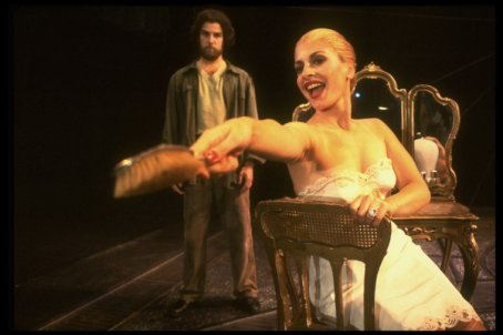 """Mandy Patinkin as Che Guevera and Patti LuPone as Eva Peron in a scene from the Broadway production of the musical """"Evita""""."""