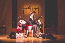 """: Steven Skybell and Male Ensemble in """"To Life"""" (""""Lekhayim"""" ל 'חיים)"""