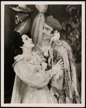"Lynn Fontanne as Manuela and Alfred Lunt as Serafin in ""The Pirate"" 1942"