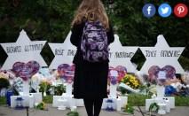 Makeshift memorials outside Tree of Life Synagogue