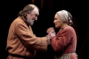 Glenn Close (Isabelle Arc), Dermot Crowley (Jacques Arc),