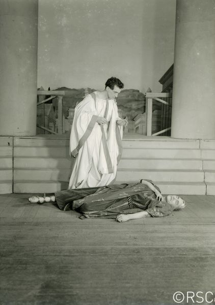 Julius Caesar_ 1941_ Brutus and Caesar_1941_Photo by Ernest Daniels _c_ RSC_53550
