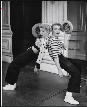 """Gwen Verdon as Lola and Eddie Phillips as Sohovik in """"Damn Yankees"""""""