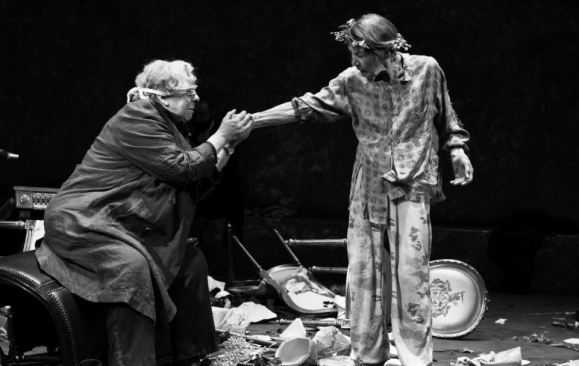 Jayne Houdyshell as the blinded Earl of Gloucester and Glenda Jackson as the dethroned and deranged King Lear.