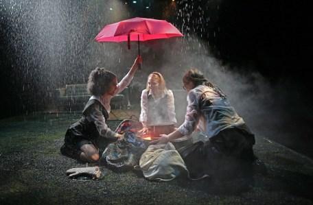 The three witches Sharlene Cruz, AnnaSophia Robb, Sophie Kelly-Hedrick